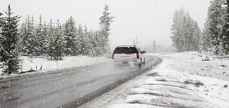 Echiparea mașinii iarna